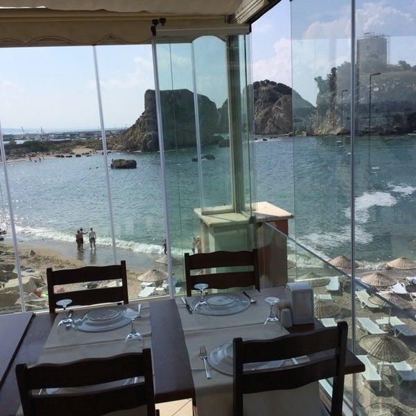 7/20/2014 tarihinde Bugra B.ziyaretçi tarafından İyot Restaurant'de çekilen fotoğraf