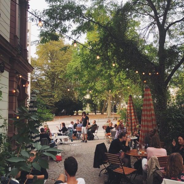 Ein ganz besonderer Ort in Frankfurt und vielleicht das schönste Cafe/Restaurant der Stadt.