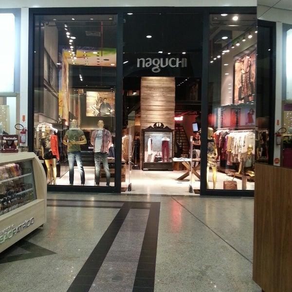 Foto tirada no(a) Shopping Neumarkt por Rubens L. em 4/26/2013