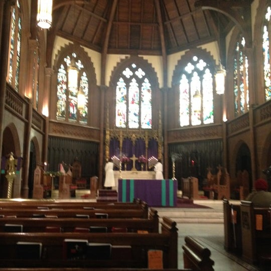 Photo taken at Church of the Holy Trinity (Episcopal) by Vickie L. on 12/2/2012