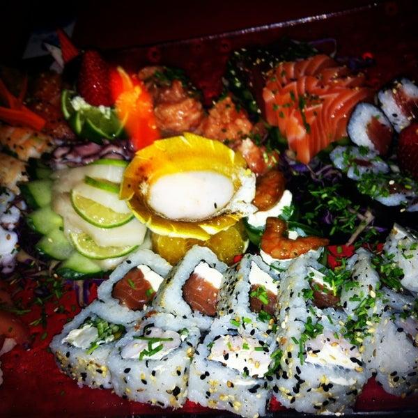 Foto tirada no(a) Brava Sushi por Ingrid V. em 1/20/2013