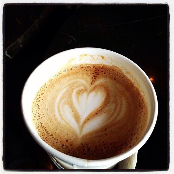 Photo prise au Alfred Coffee & Kitchen par Katia W. le7/21/2013