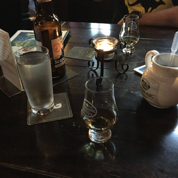 Scottish Pub Bar: Loch Ness Scottish Pub