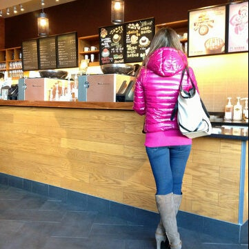 Photo taken at Starbucks (星巴克) by Venny F. V. on 4/23/2013