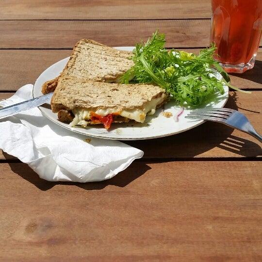 4.30€ voor toast mozzarella is lichtjes overdreven. Lekkere limonade wel