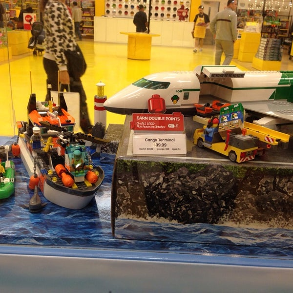 The lego store toy game store in woodbridge for Lago store outlet