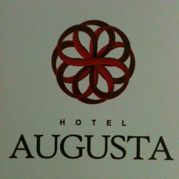 Photo prise au Hotel Augusta par Andrea G. le4/29/2013