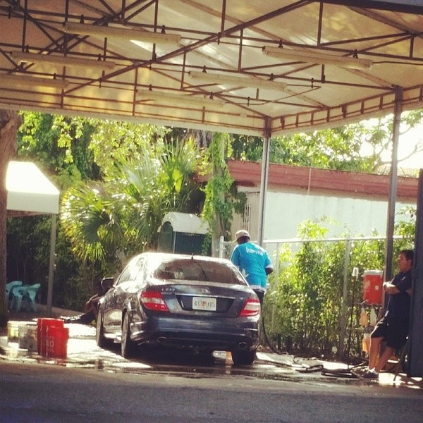Photo taken at Karma Car Wash by Artigiano G. on 5/14/2014