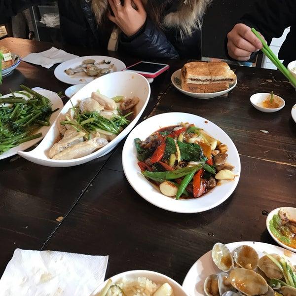 Photo taken at 五星海南鸡饭 | Five Star Hainanese Chicken Rice by Jennifer B. on 1/23/2017
