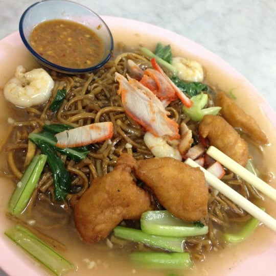 Photo taken at Chulia St. Night Hawker Stalls by Boey P. on 9/17/2012