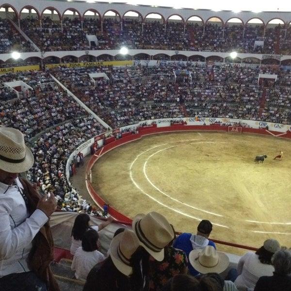 Foto tomada en Plaza de Toros Nuevo Progreso por Sandi G. el 2/11/2013