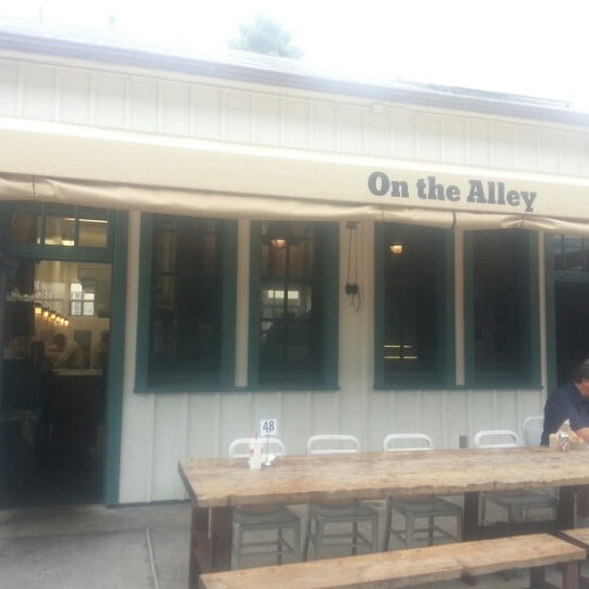 On The Alley - Seafood Restaurant