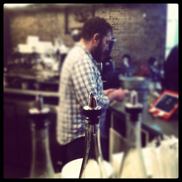 Foto tomada en Gaslight Coffee Roasters por Jason C. el 1/30/2013