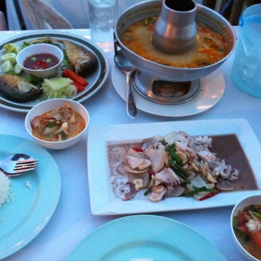 Photo taken at Baan Chom View by Sahapop S. on 5/26/2012