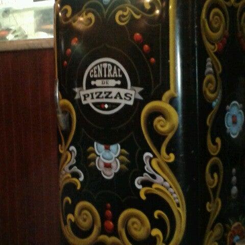 Foto tomada en Central de Pizzas por Ingrid M. el 8/29/2012