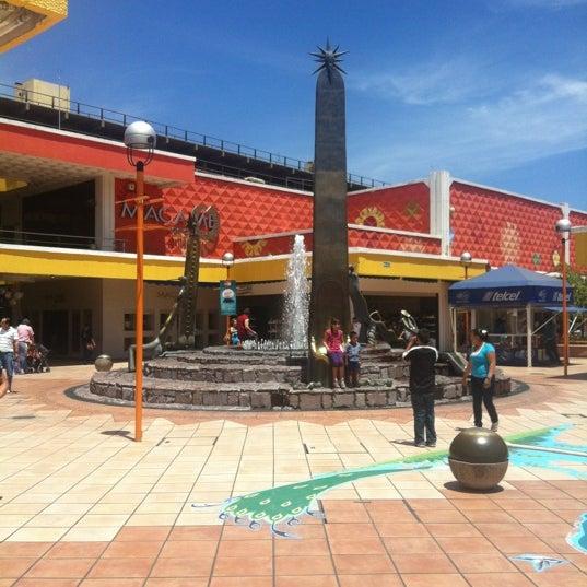 Foto tomada en Plaza del Sol por Rogelio V. el 4/15/2012