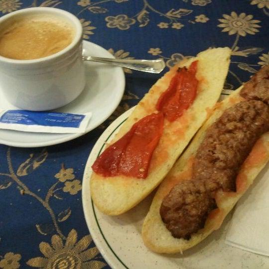 Foto tomada en Flor De Huesca por Alex U. el 3/14/2012