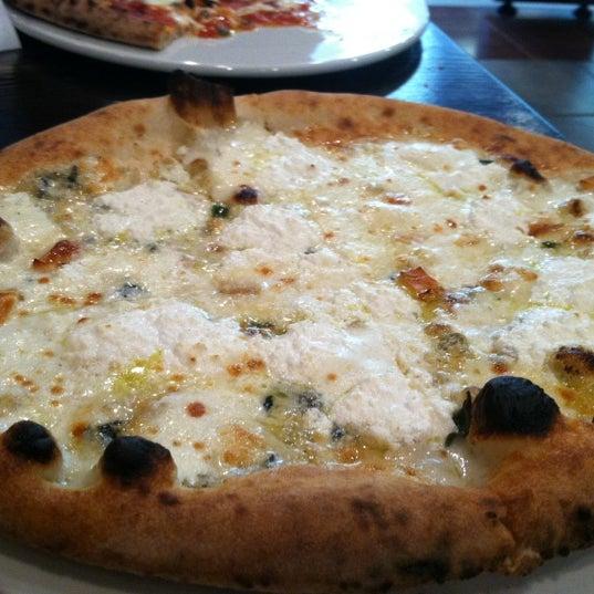 Foto scattata a Pizza CS da Drew M. il 4/11/2012