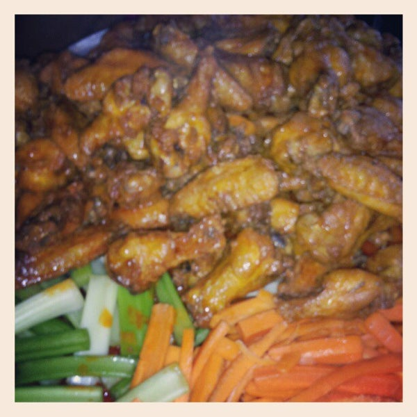 Photo taken at Alondra Hot Wings by Lx G. on 8/17/2012