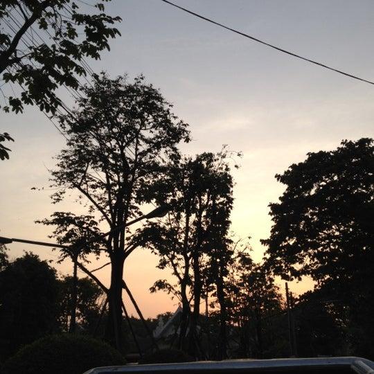 Photo taken at ลานใส่บาตร by Som O D. on 4/24/2012