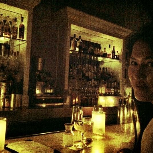 Foto scattata a The Violet Hour da Serena M. il 3/18/2012