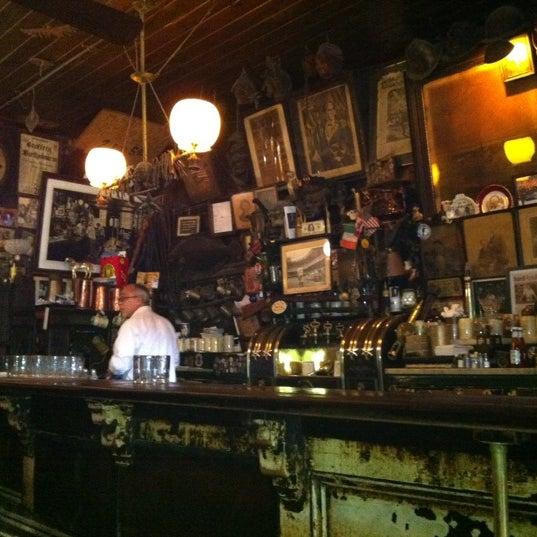 Photo prise au McSorley's Old Ale House par Alexia L. le6/4/2012