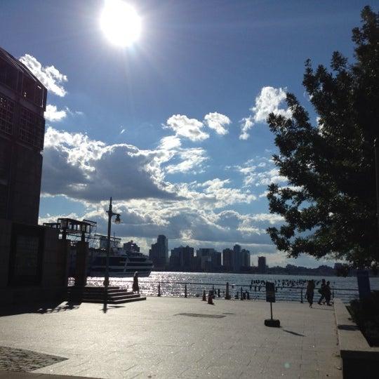 Das Foto wurde bei Hudson River Park von Rob P. am 9/9/2012 aufgenommen