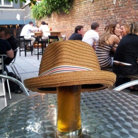 Foto tirada no(a) Le Bar d'Ixelles por Jean G. em 7/26/2012
