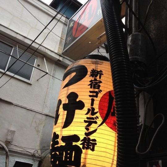 6/25/2012 tarihinde You&Co.ziyaretçi tarafından Sugoi Niboshi Ramen Nagi'de çekilen fotoğraf
