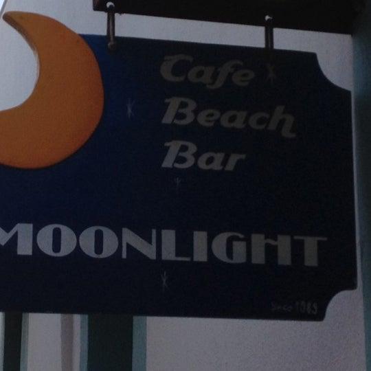7/18/2012 tarihinde Bulent K.ziyaretçi tarafından Moonlight Cafe Bar'de çekilen fotoğraf