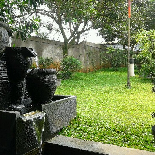 Photo taken at Ikan Bakar Bambu Haur by Ponco A. on 2/18/2012