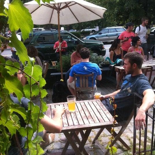 Foto tirada no(a) Big Bear Cafe por Armie em 8/6/2011
