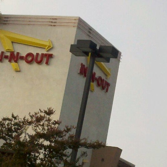 Photo taken at In-N-Out Burger by Francisca Z. on 9/29/2011