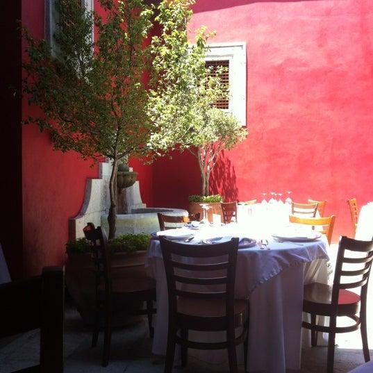 Foto tomada en Catedral Restaurante & Bar por Carlos S. el 4/5/2012