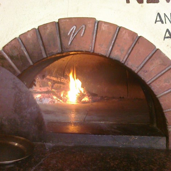 They have a wood-burining oven! Yum!