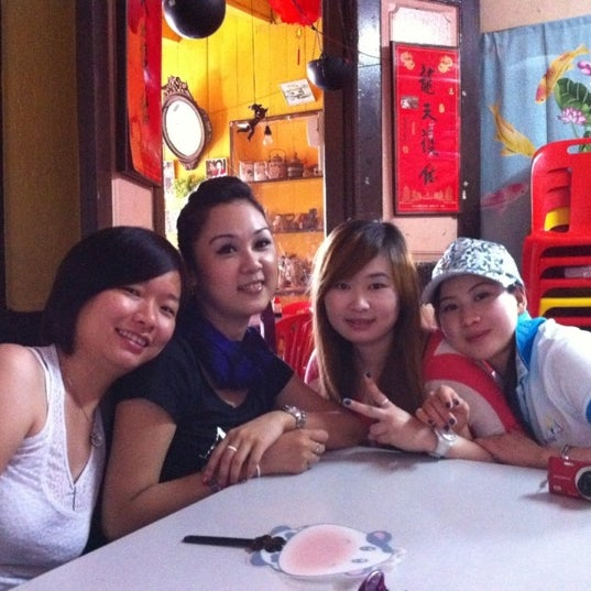 Photo taken at Donald & Lily Nyonya Food by Soo T. on 2/29/2012