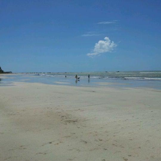 Foto tirada no(a) Praia de Paripueira por Alfredo R. em 9/9/2011