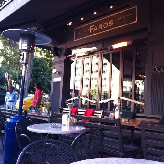 10/3/2011 tarihinde Efe B.ziyaretçi tarafından Faros Restaurant'de çekilen fotoğraf