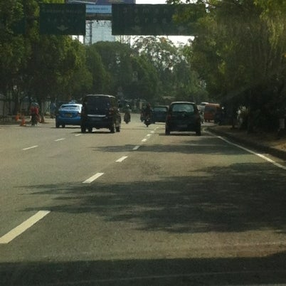 Photo taken at Lampu Merah Cawang by Riris H. on 7/29/2012