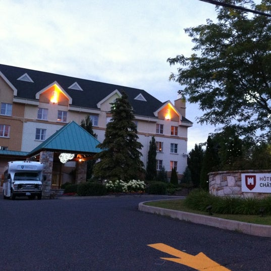 Photo taken at Hotel Château-Bromont by Yossy N. on 7/25/2012