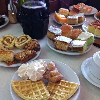 Foto tirada no(a) Coelho Café Colonial por Gisele L. em 7/21/2012