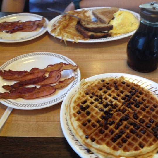 Photo taken at Waffle House by Taylor on 7/25/2012