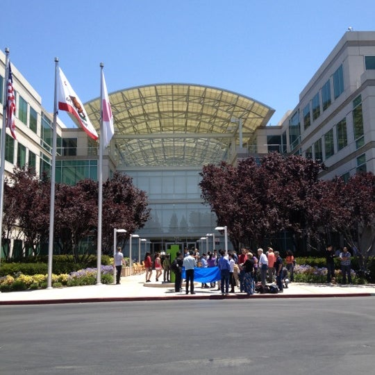 Photo taken at Apple Inc. by Markus D. on 7/13/2012