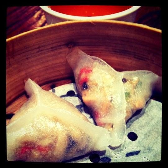 Photo taken at Luk Yu Tea House 陸羽茶樓 by Gloria Lam M. on 8/14/2011