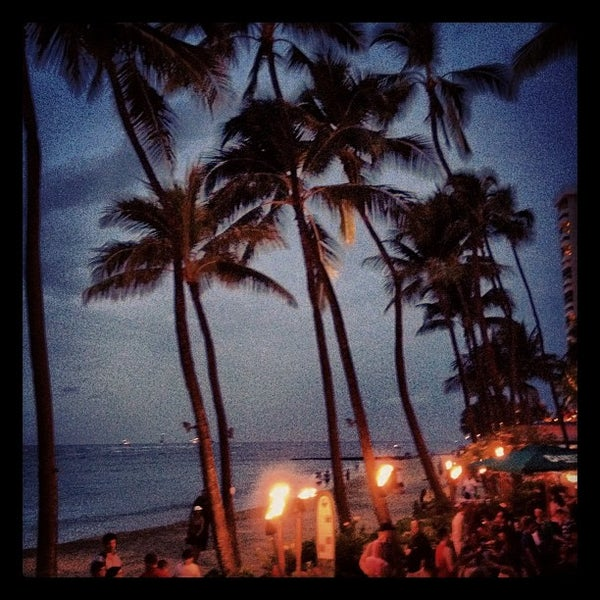 Photo taken at Duke's Waikiki by Rob H. on 3/5/2012