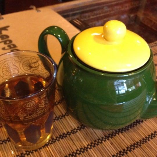 Снимок сделан в Кофейня «Кардамон» и лавка «Коллекция Пустяков» пользователем Anna C. 5/19/2012