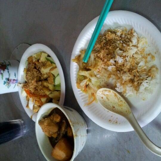 Photo taken at Donald & Lily Nyonya Food by YongChong A. on 6/2/2012