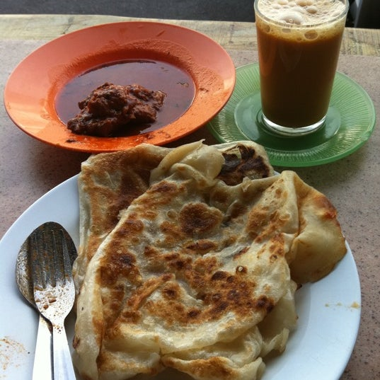 Photo taken at Roti Canai Transfer Rd. by Poh Ling O. on 4/29/2012