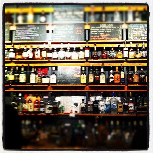 Das Foto wurde bei Sycamore Flower Shop + Bar von Simon K. am 3/27/2012 aufgenommen