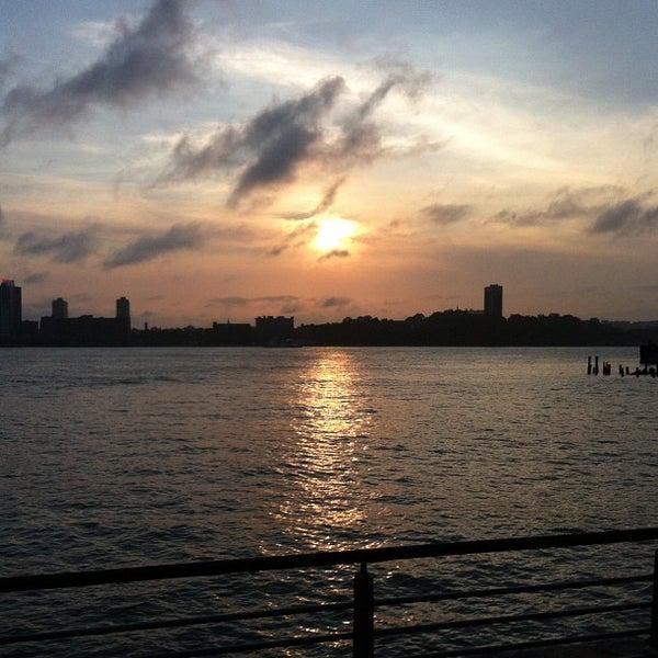 Das Foto wurde bei Hudson River Park von Lauren D. am 5/25/2012 aufgenommen